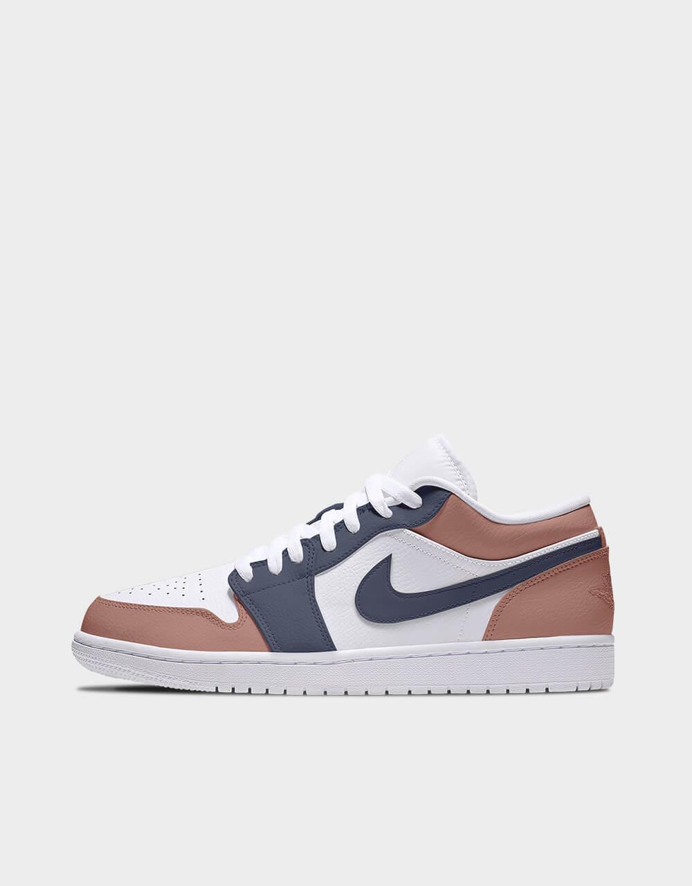 """Sneakers Air Jordan Low, modèle """"Toffee Midnight"""""""